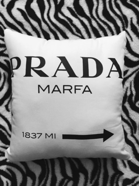 Capa Almofada Prada inspired