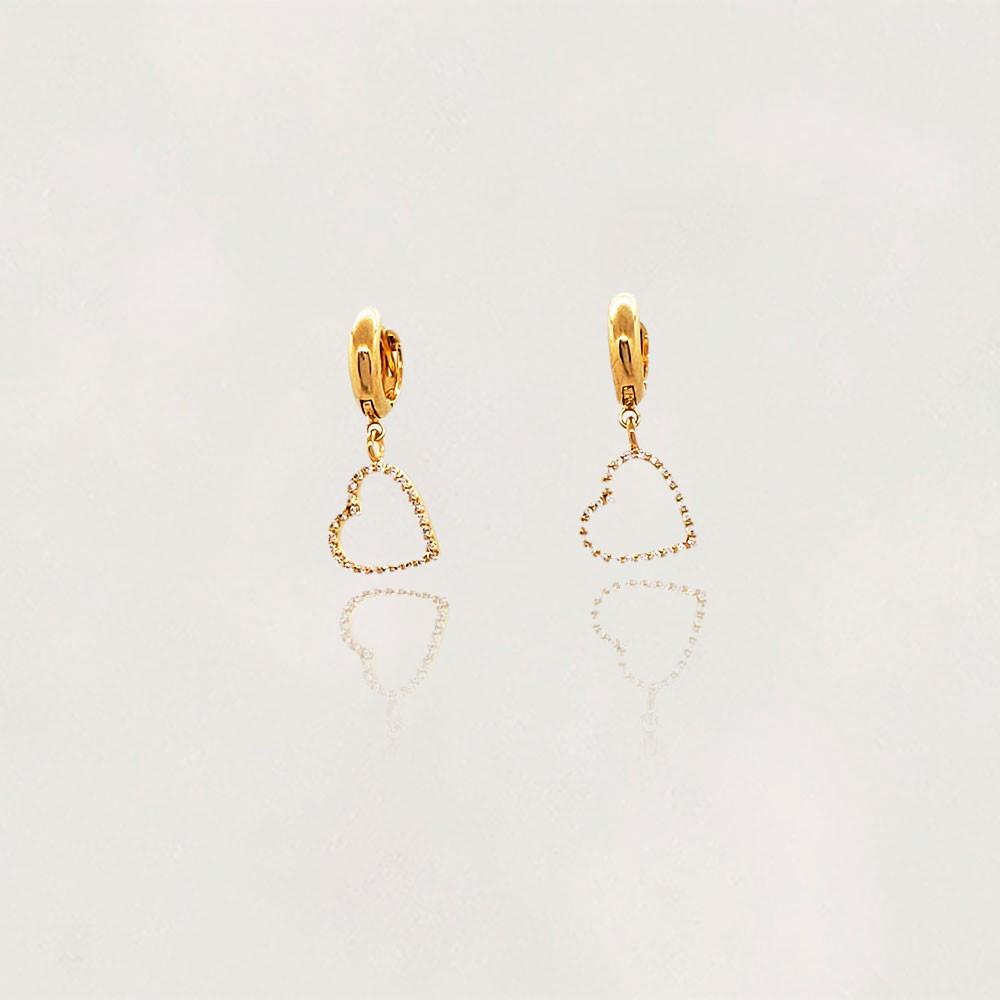 Argola Semi Jóia Lisa Banhada a Ouro 18k com Pingente Coração com Zircônias Tamanho : 2.5 cm