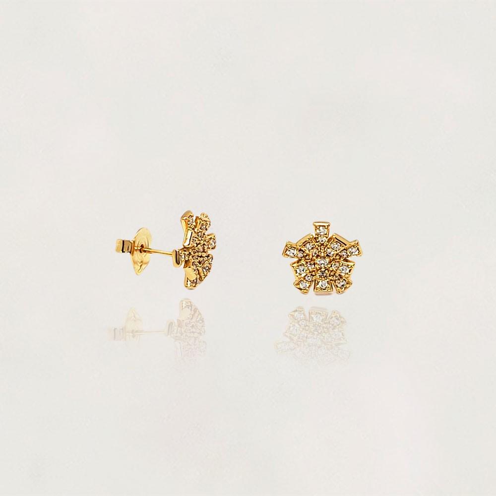 Brinco Semi Jóia Flor com Zircônias Banhado a Ouro 18k Tamanho : 1.0 cm