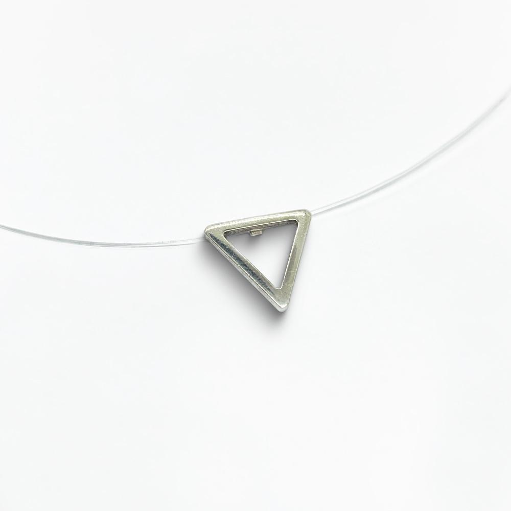 Cordão triângulo vazado em Nylon com Prata 0925