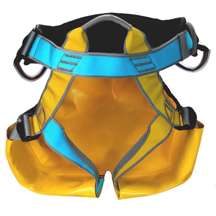 Cadeirinha USClimb Freedom com cintura acolchoada e assento protetor em lona vinílica.