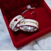 Alianças Cardio em Prata com Aplique Ouro e Pedra 7mm (Par)