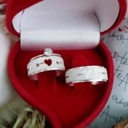Alianças Personalizadas Cardio em Prata com Pedra Rosa 7mm (Par)