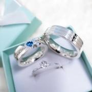 Alianças Personalizadas Celeste em Prata com Pedra Azul 5mm (Par)