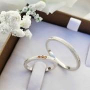 Alianças Delicate em Prata com Pedras Champagne 2mm (Par)
