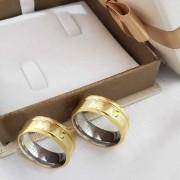 Alianças Encapadas em Ouro 7,5mm Friso Lateral (Par)