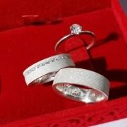 Alianças Personalizadas Glitter  em Prata com Pedra 5mm (Par)