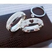 Alianças Jolie em Prata com Coração Vazado e Pedra 6mm (Par)