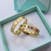 Alianças Paris em Ouro 18k com Detalhe e 3 Pedras 4mm (Par)