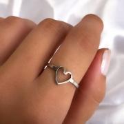 Anel de Coração vazado em Aço Inox