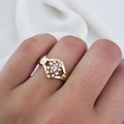 Anel Formatura em Ouro 18k com Cristal Oval e 10 zircônias
