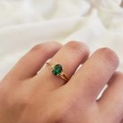Anel Solitário em Ouro 18k com Cristal Verde Esmeralda