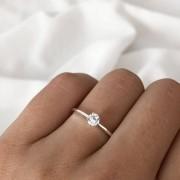 Anel Solitário Lure em Prata 925 4MM (Pedra baixa cristal)