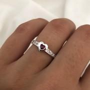 Anel  Sublime Coração em Prata 925 com Cristais Vermelho 3mm