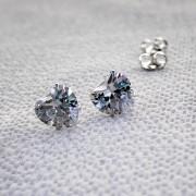 Brinco Coração Cristal em Prata 925 7mm