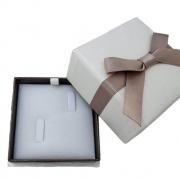 Caixinha em Papel Cartonado Bege com Fita Dourado (Aliança)