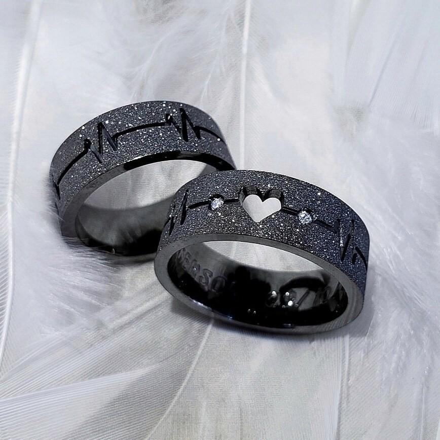Alianças Cardio em Prata Banhadas Ródio Negro 7mm (Par)