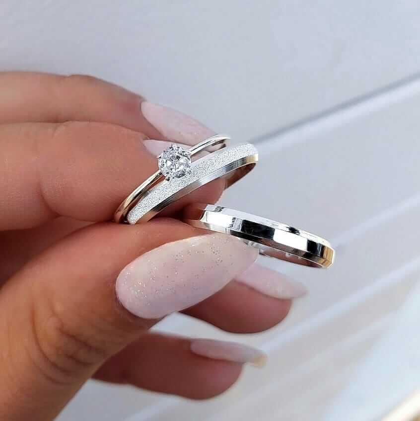 Alianças Elora em Prata Lisa e Diamantada 3mm (Par)