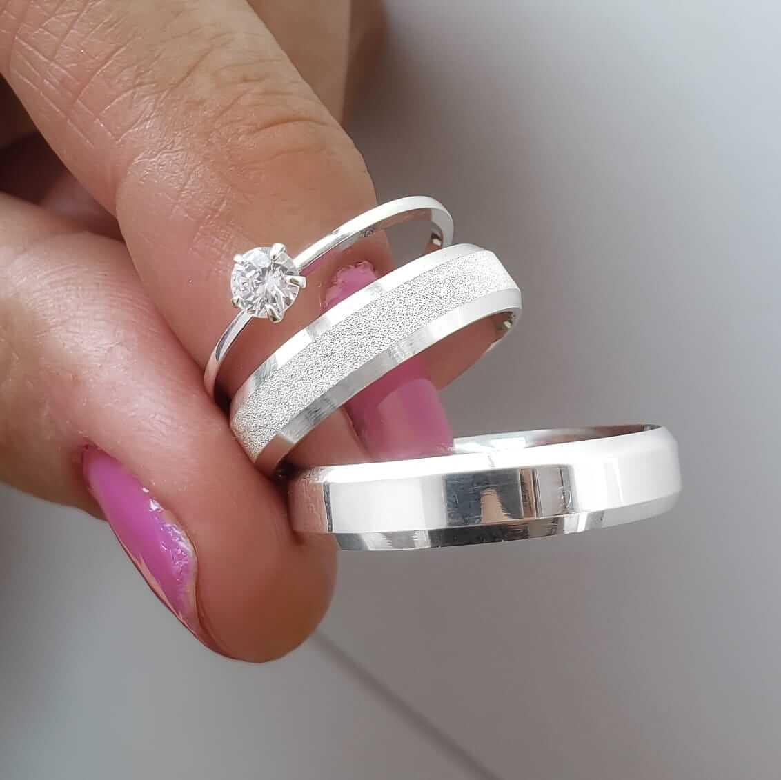 Alianças Personalizadas Elora em Prata Lisa e Diamantada 5mm (Par)