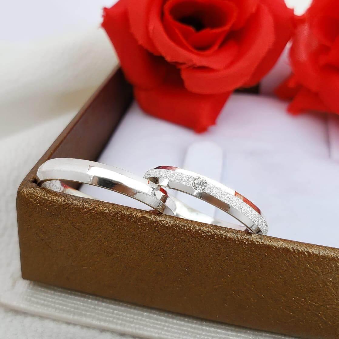 Alianças Elora em Prata Lisa e Diamantada Swarovski 3mm (Par)