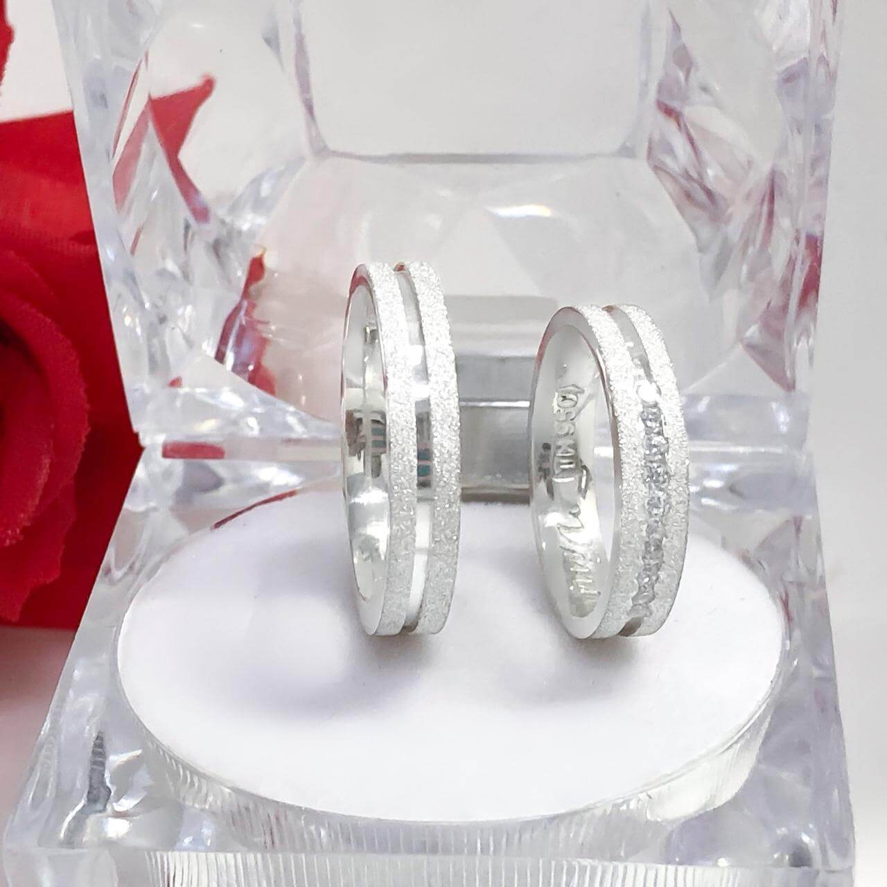 Alianças Glitter em Prata com Canal e 10 Pedras 5mm (Par)