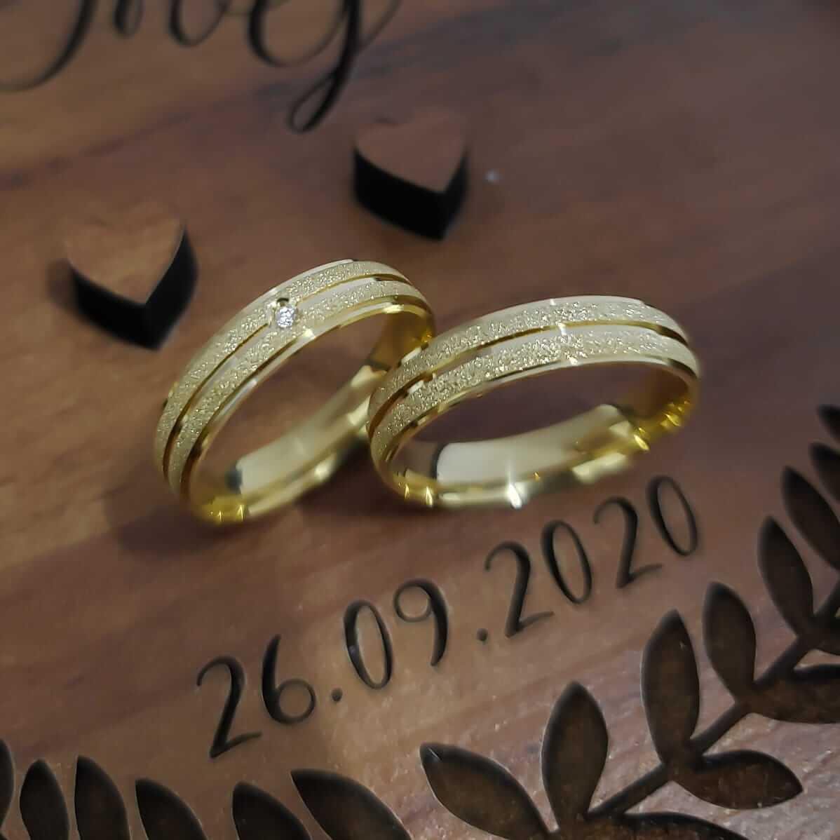 Alianças Helena em Ouro 18k com Pedra 5mm (Par)