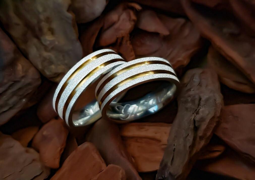 Alianças Pretty Gold em Prata com Aplique Ouro 7mm (Par)