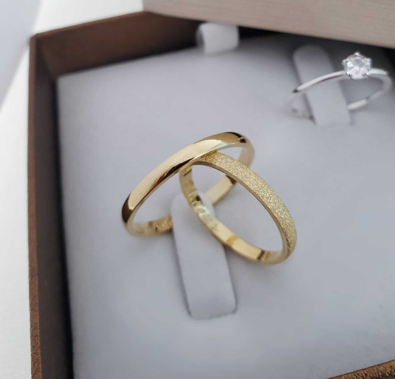Alianças Tradicionais em Ouro 18k Lisa e Diamantada 3mm (Par)