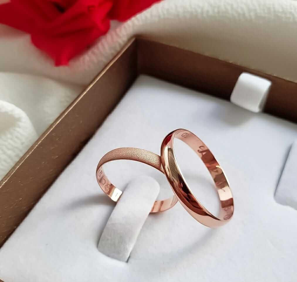 Alianças Tradicionais Lisa e Diamantada em Ouro Rosé 18k 3mm (Par)