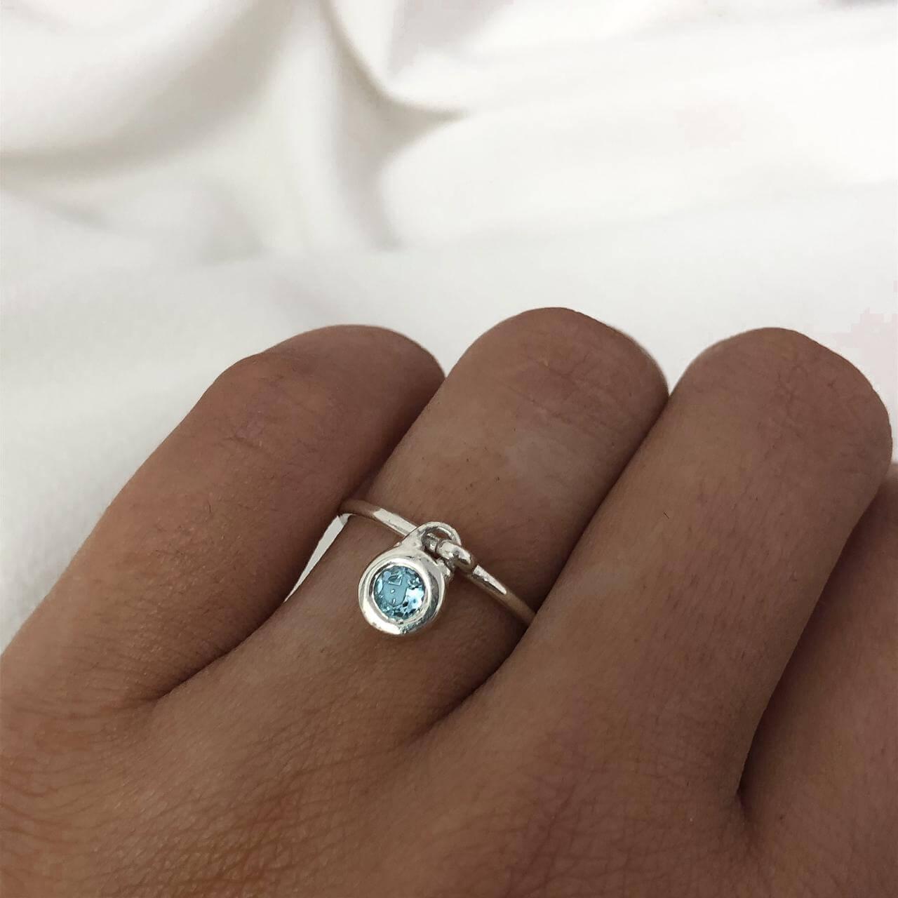 Anel Com Pingente em Prata 925 Azul Claro