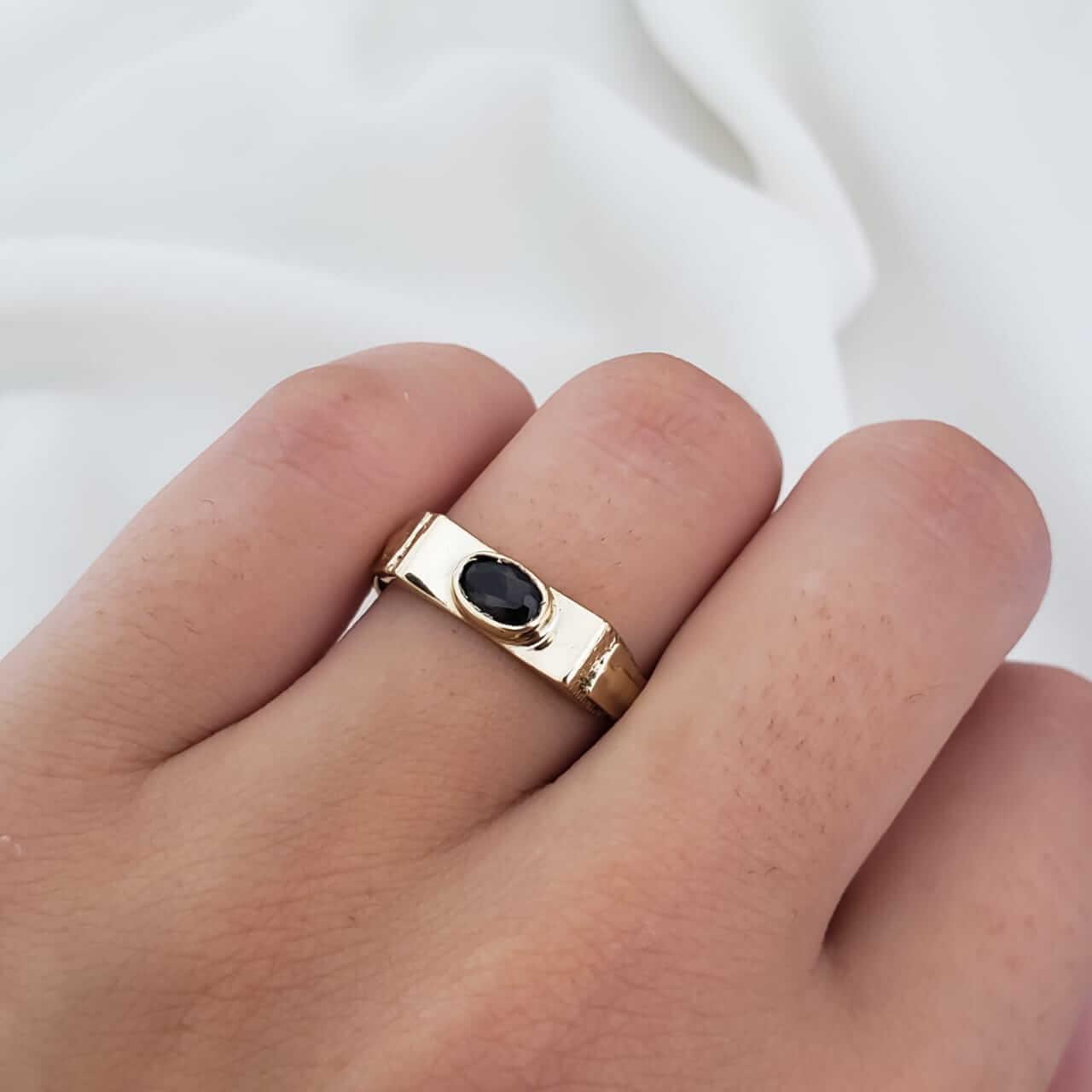 Anel Formatura em Ouro 18k com Cristal Negro  Oval