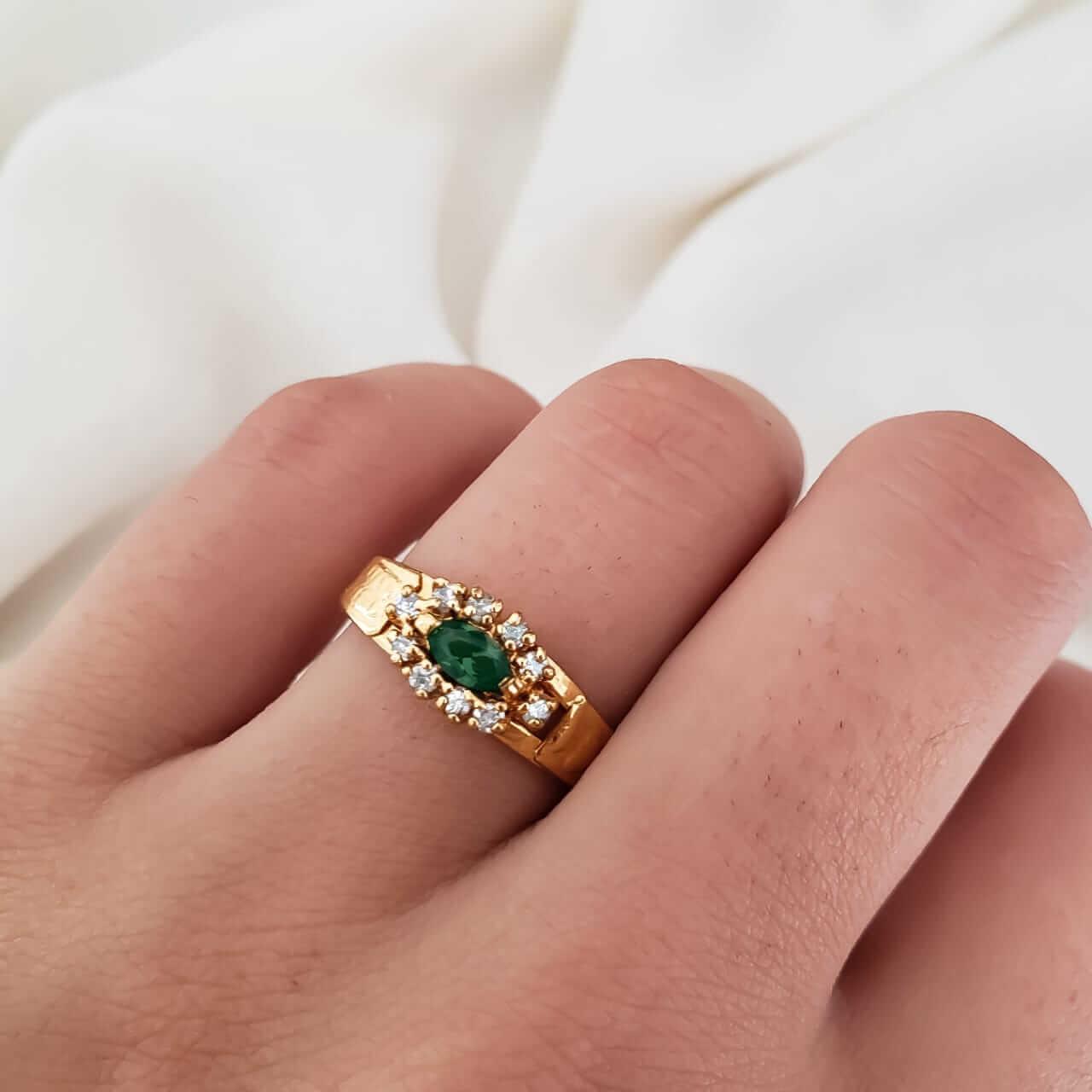 Anel Formatura em Ouro 18k com Esmeralda Sintética Oval