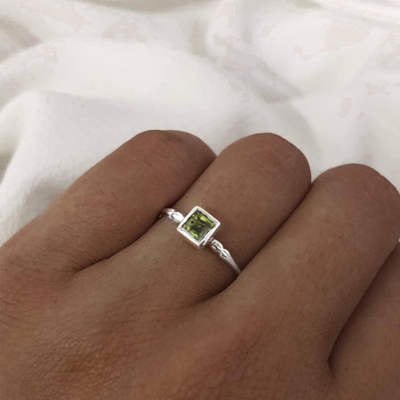 Anel Solitário Quadrado em Prata 925 Verde