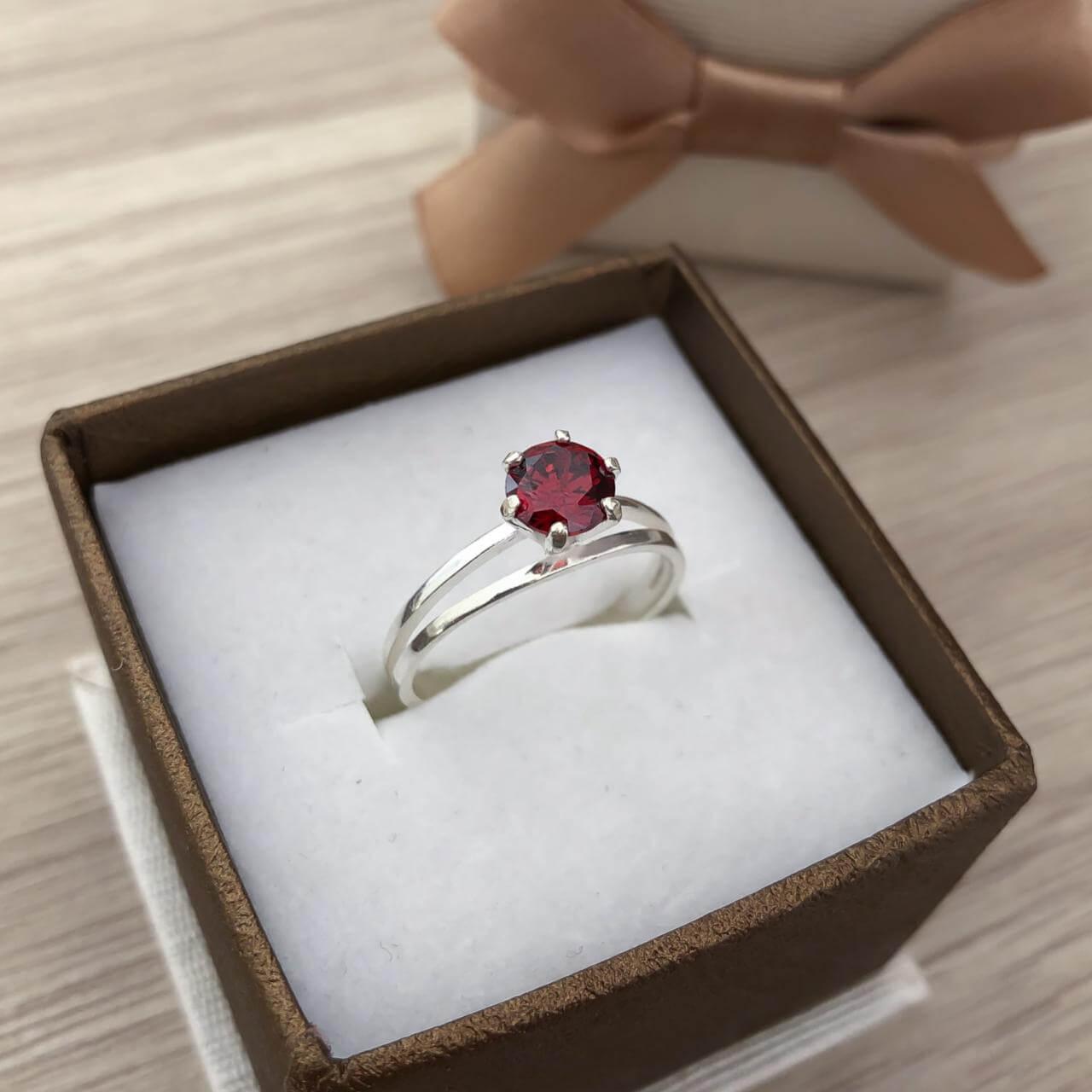 Anel Solitário Cristal em Prata 925 Ruby Sintéico
