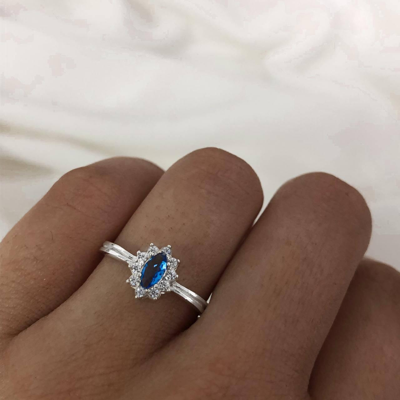 Anel Solitário Cristal Oval em Prata 925 Azul