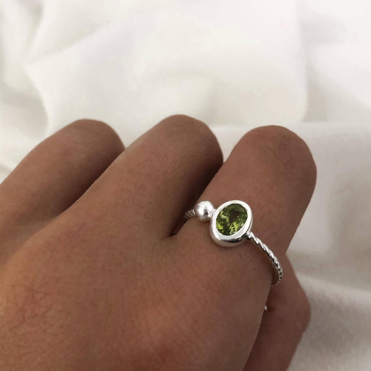 Anel Solitário Cristal Oval em Prata 925 Verde