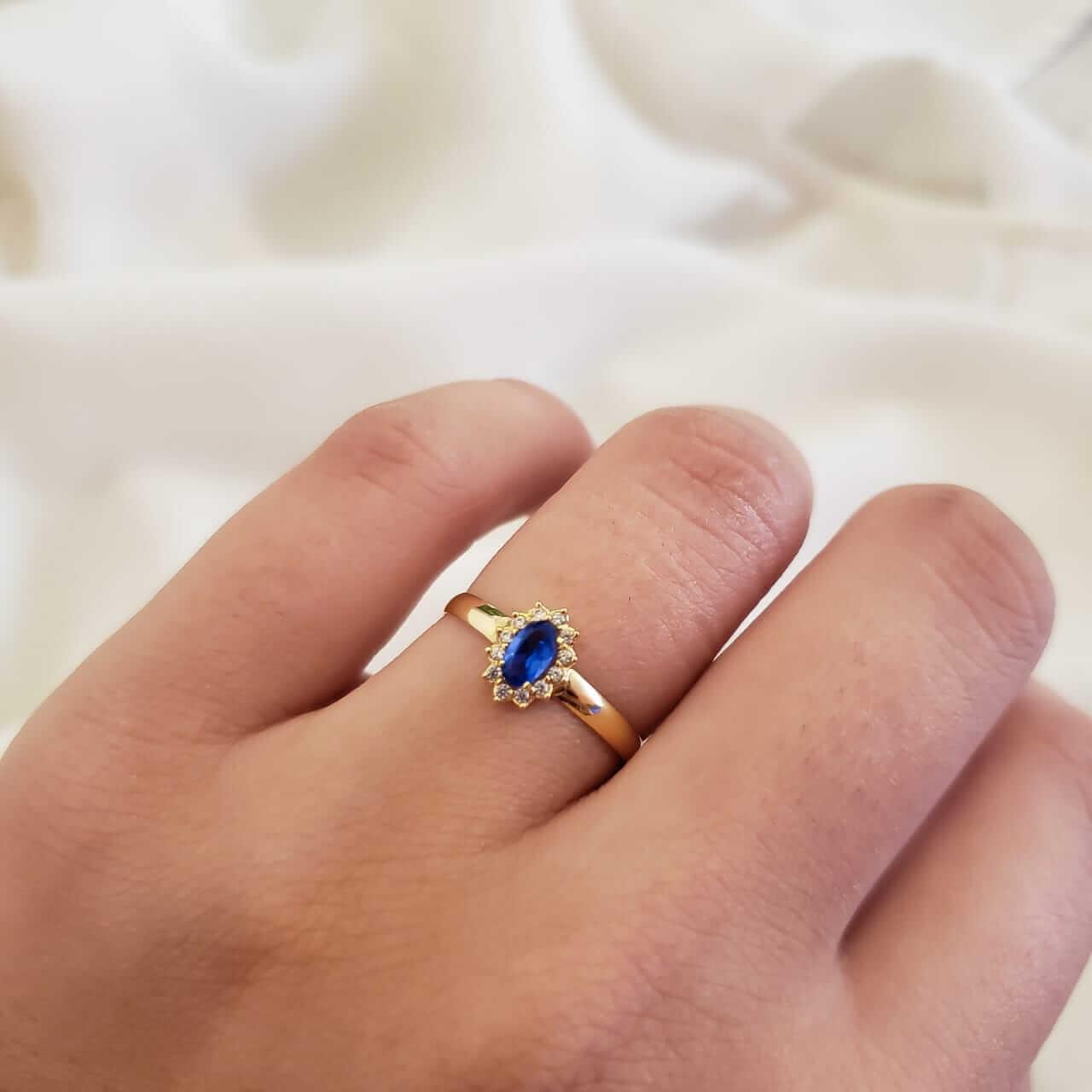 Anel Solitário em Ouro 18k com Cristal Azul Zafira