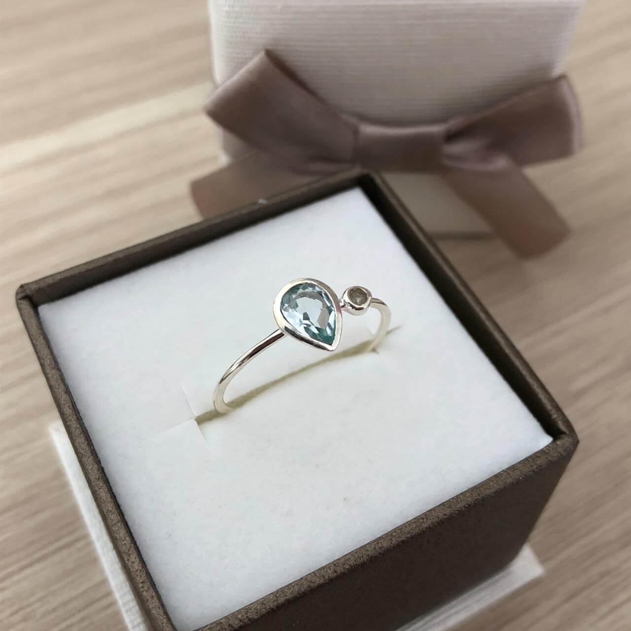 Anel Solitário Gota Cristal em Prata 925 Aquamarine