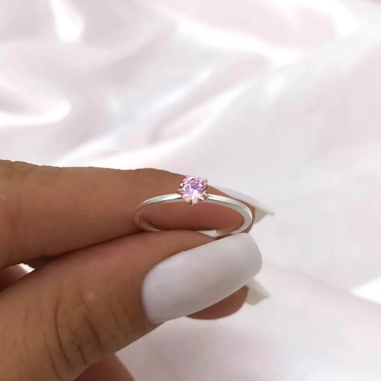 Anel Solitário Lure em Prata 925 (Pedra baixa rosa claro)