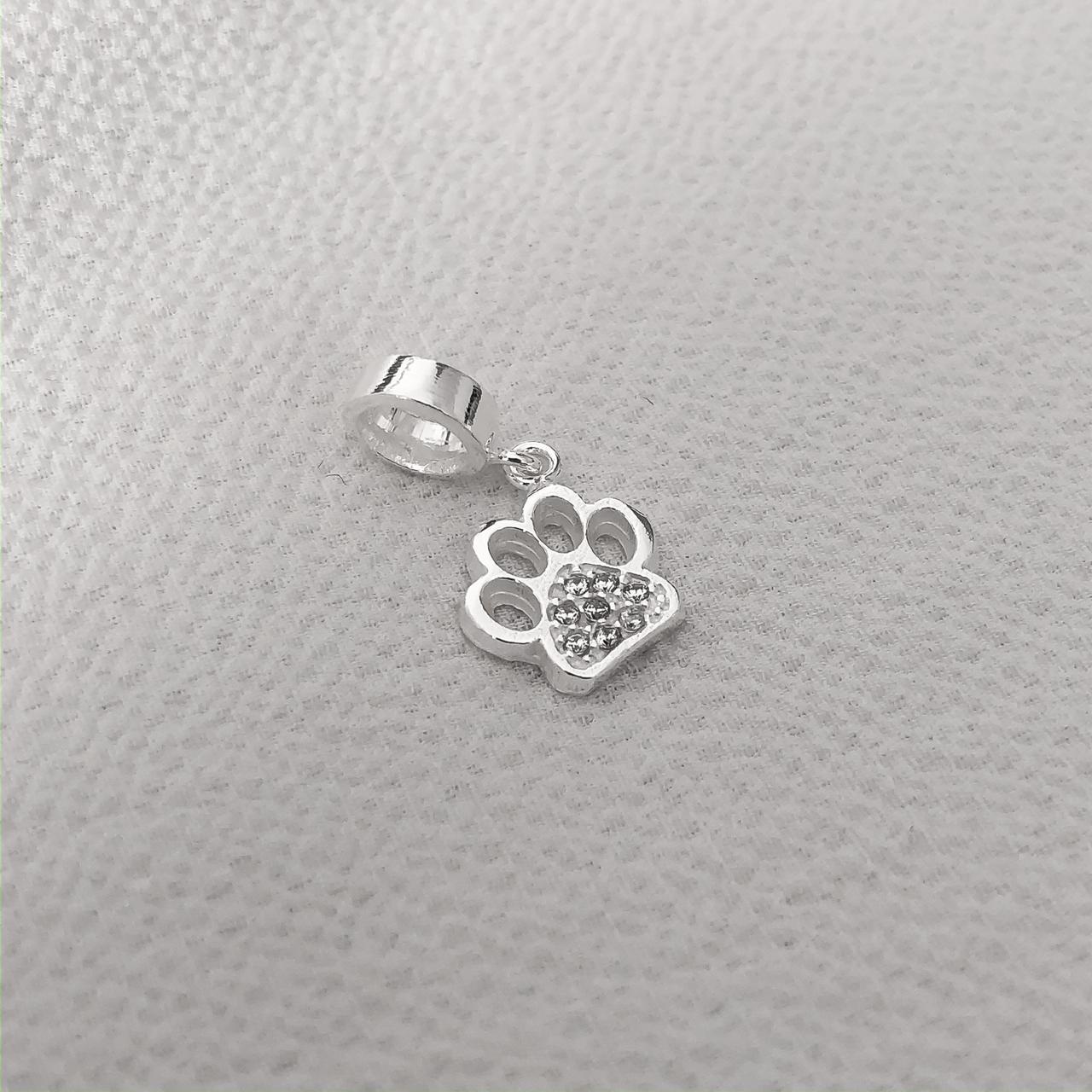 Berloque Patinha de Cachorro em Prata 925 com Cristal