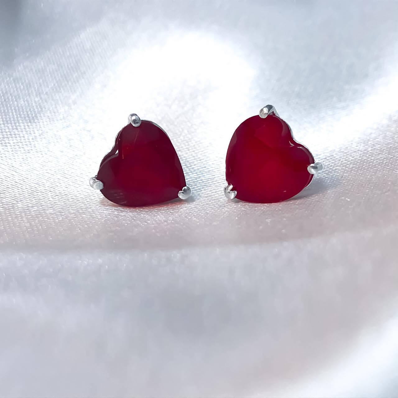 Brinco Coração em Prata 925 (Ruby Sintético)