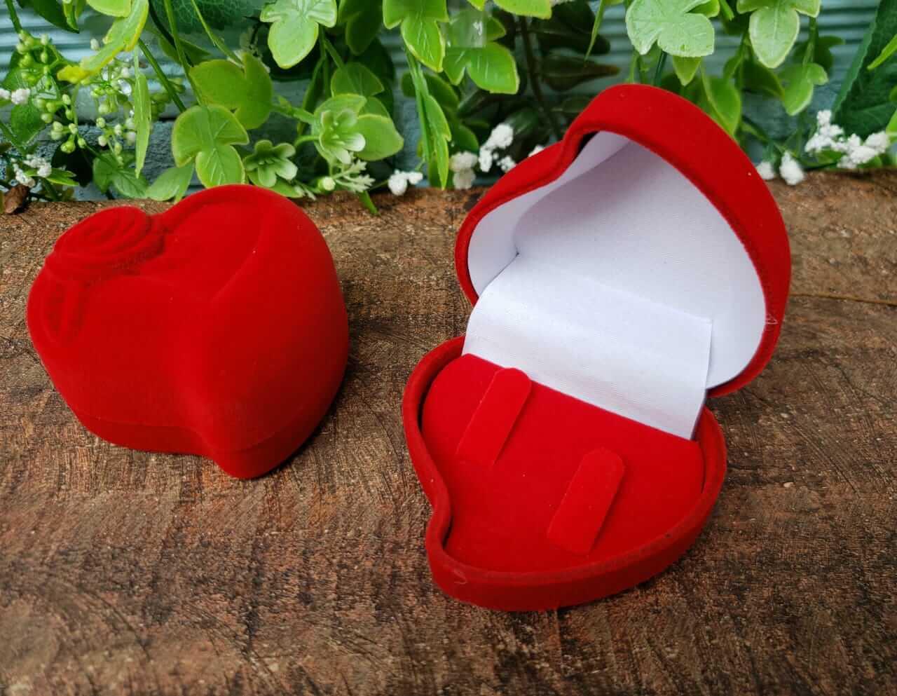 Caixinha Coração em Veludo Vermelho (Alianças)