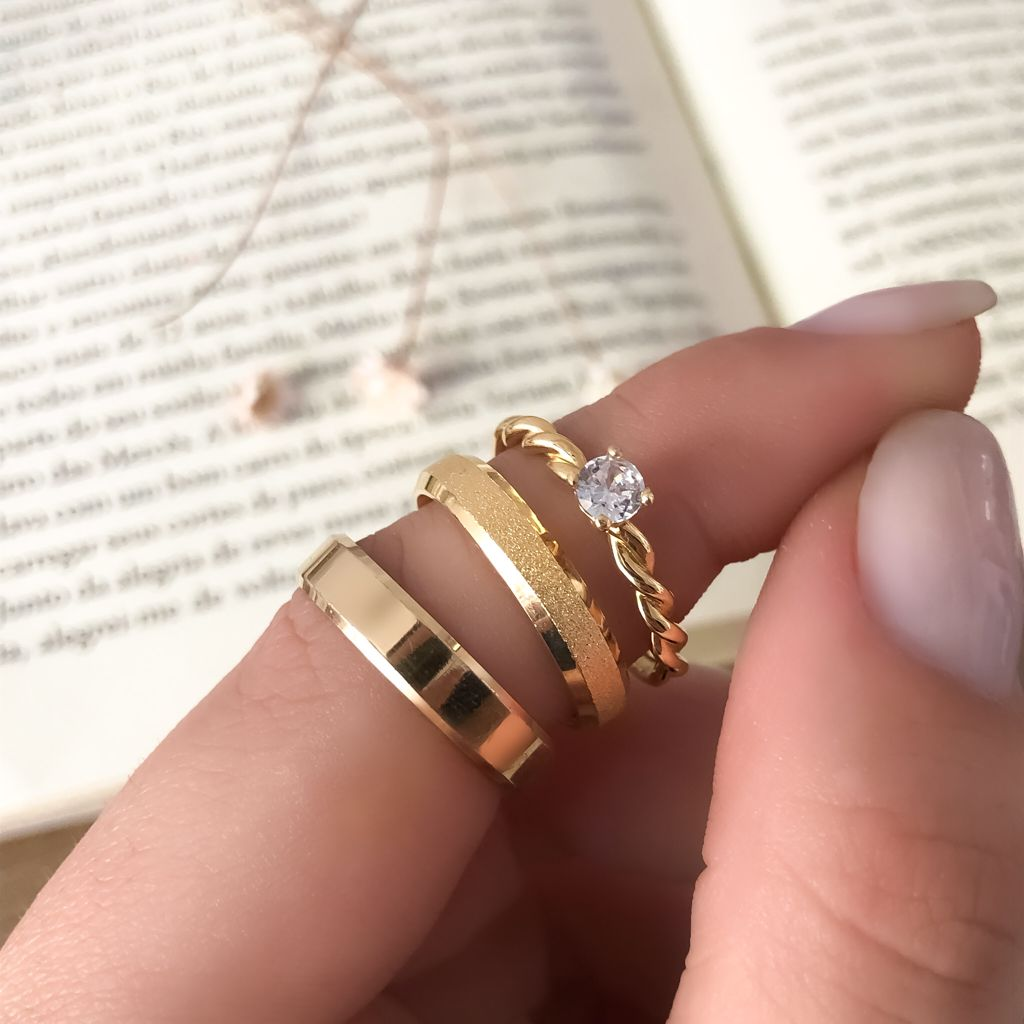 Combo Alianças Elora Lisa e Diamantada 5mm + Anel Astrid em Ouro 18k (Par)