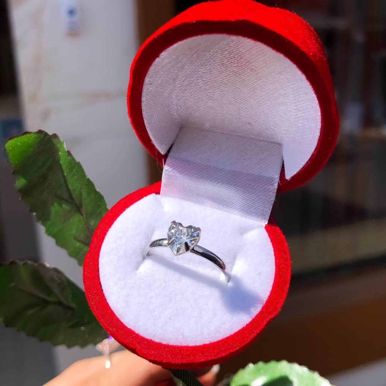 Combo Anel Solitário Coração Aço Inox  + Caixinha Rosa com Caule