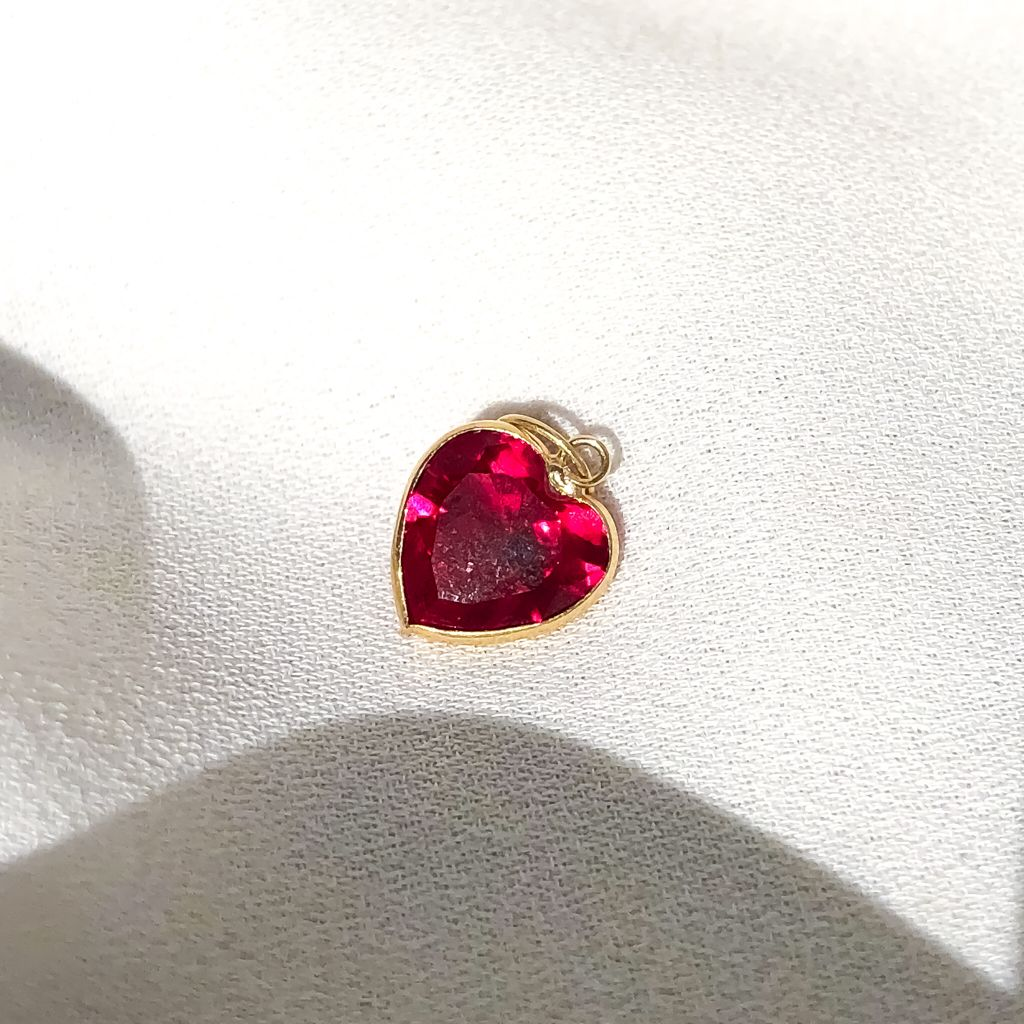 Pingente Coração Cristal em Ouro 18K Ruby Sintético