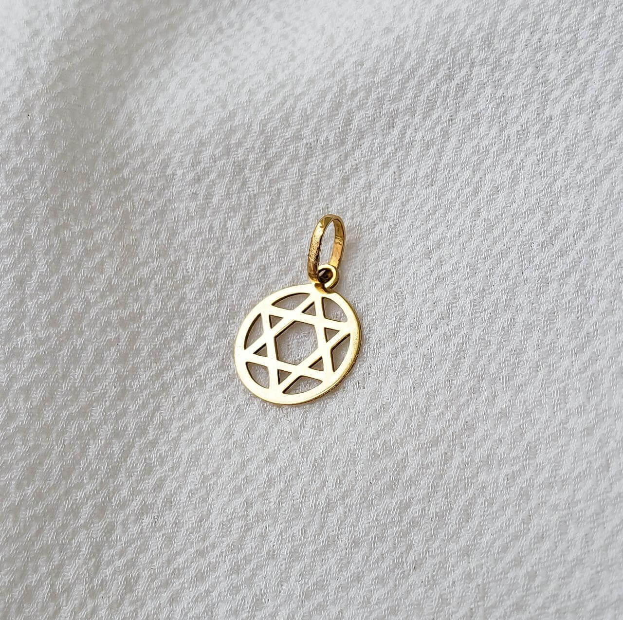 Pingente Estrela de Davi em Ouro 18K com Círculo