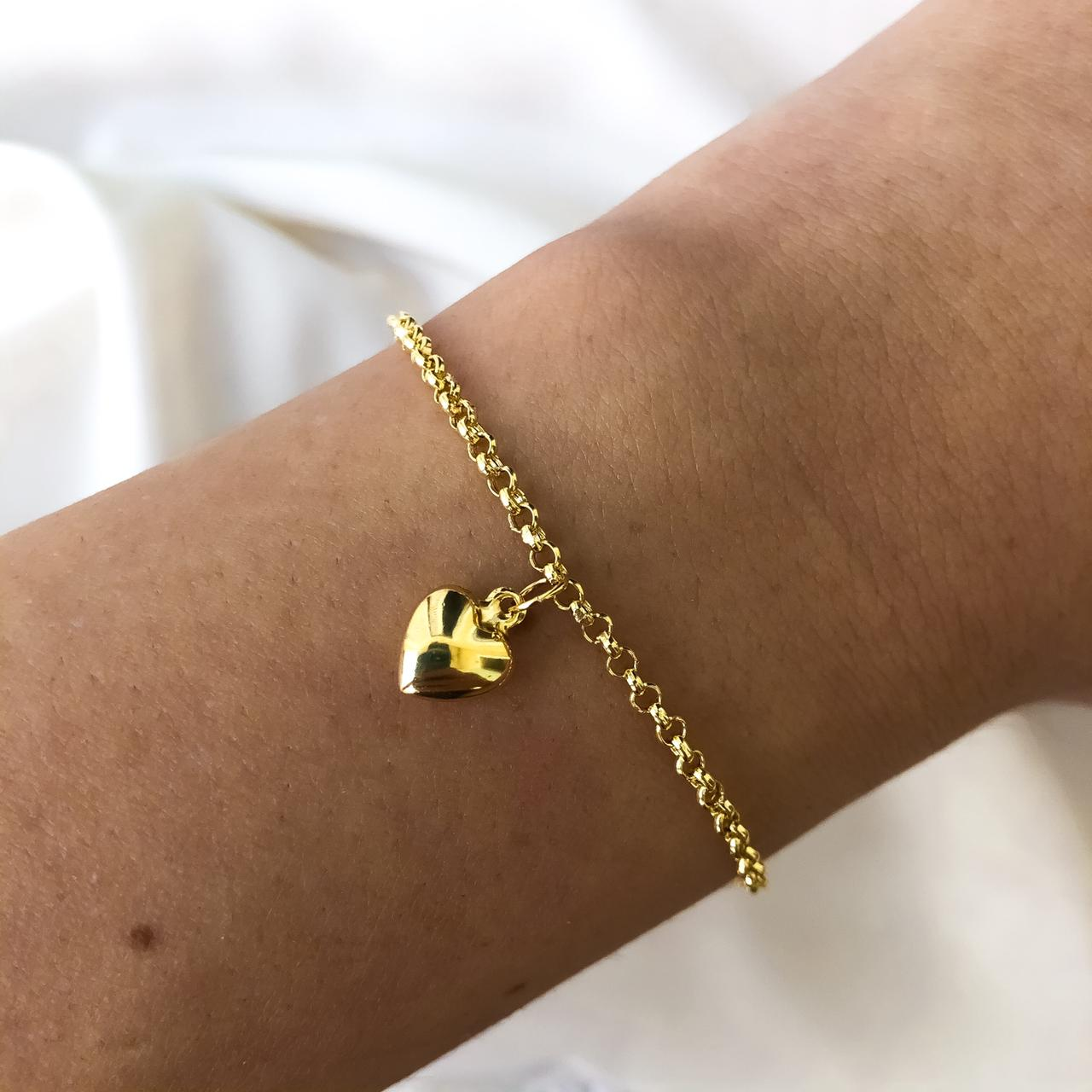 Pulseira Elo Português Três Pingentes de Coração Pequenos em Ouro 18K 18cm
