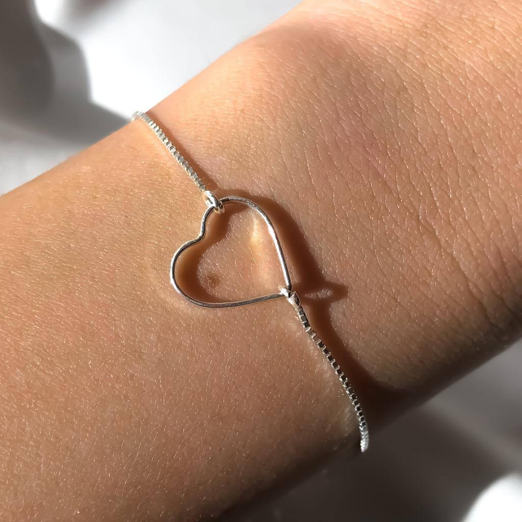 Pulseira Feminina Coração Vazado em Prata 925 18cm