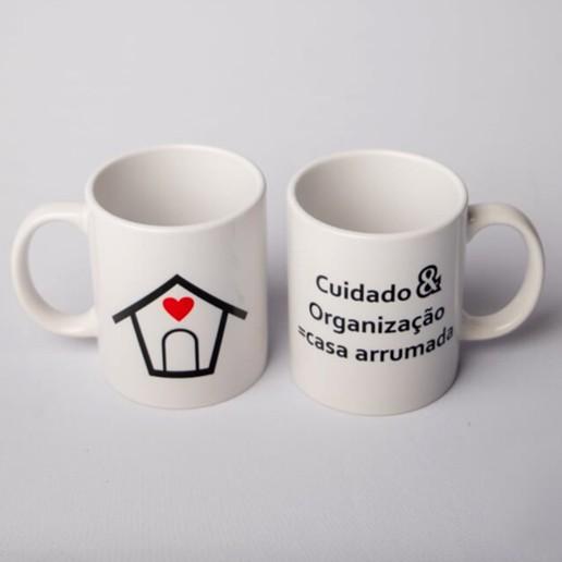 """Caneca """"Cuidado & Arrumação = Casa Arrumada"""""""