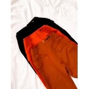 Calça alfaiataria com bolso cargo